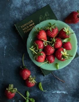 高清晰新鲜红色草莓壁纸