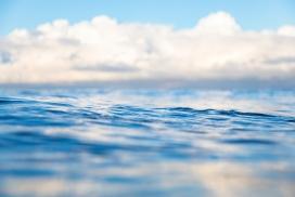 碧蓝的水波