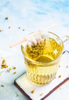 金灿灿的蜂蜜菊花茶
