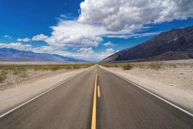 https://www.2008php.com/蓝天白云下的西藏线公路