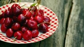 丰盛的红色樱桃
