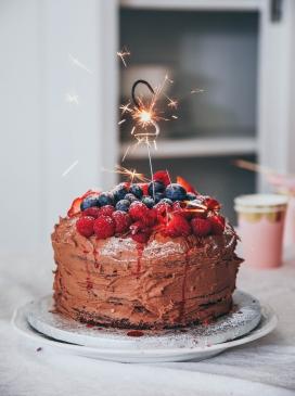 巧克力草莓蓝莓蛋糕