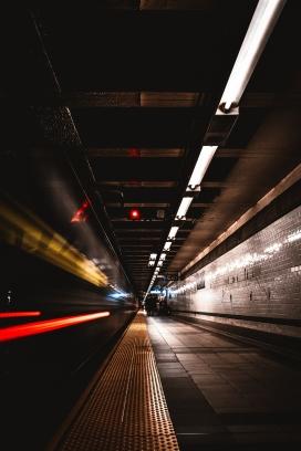 地铁车站夜景