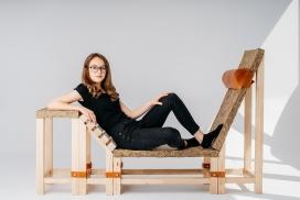 替代自然座位的木质躺椅