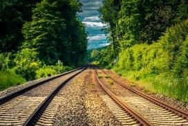 通往回家的双轨铁路