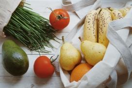 香蕉梨西红柿韭菜水果静物