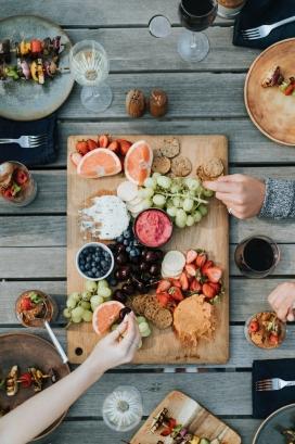 丰盛水果午餐派对
