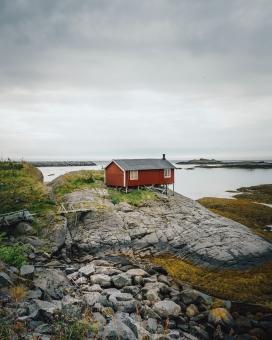 海边的红色小木屋