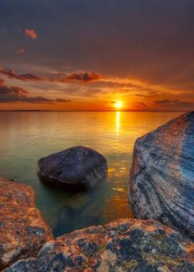 岩石湖的日落
