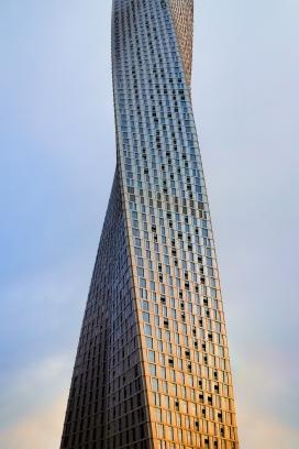 https://www.2008php.com/扭麻花状建筑楼
