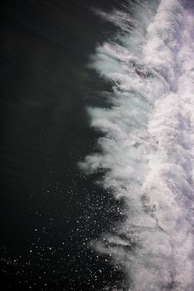 咆哮的海水