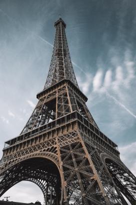 巴黎埃菲尔铁塔一角