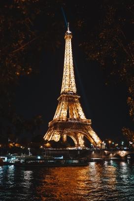 埃菲尔铁塔夜景湖
