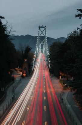 立交桥车流夜景图