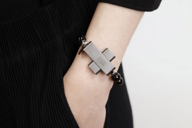 信仰注定要与技术接轨-梵蒂冈刚刚推出了可穿戴式eRosary手链