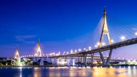 璀璨的吊桥夜景