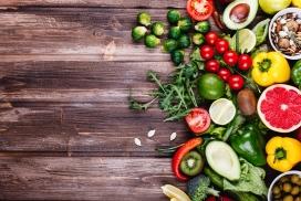 地板上的蔬菜水果