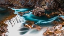 蓝色小瀑布水潭