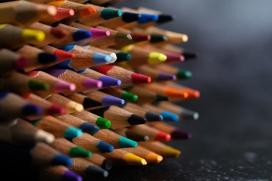 出头的五彩铅笔