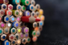 五彩出头的铅笔
