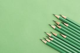 排列有序的绿色铅笔头