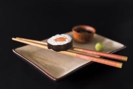 精致简单的筷子寿司