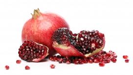 剥好的红色石榴水果