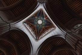 欧洲巴洛克奢华教堂顶部摄影图