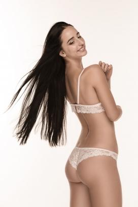 时尚的内衣女模背部摄影图