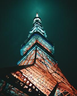 钢铁塔建筑夜景图