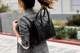 一条皮带可将手提包立刻变成手提袋,背包和办公室钱包的包