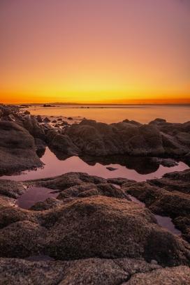 日落西山湖光美景
