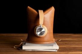 巧妙将耳机变成3D支架的Hardgraft皮套