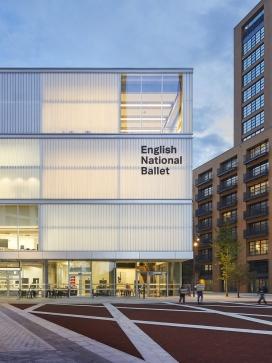 英国9290平米的芭蕾舞团中心大楼
