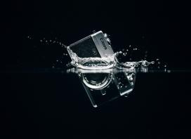 掉入水中的佳能数码相机