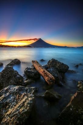 壮观的海边风景图