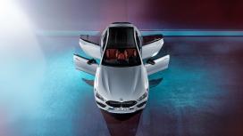 白色宝马M8汽车