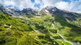 春季绿色的山丘风景