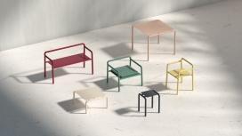 Elio结合了简单轮廓和柔和色彩的家具