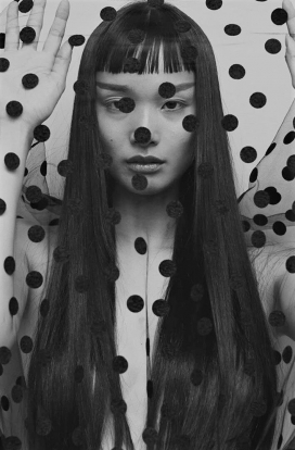 范妮·拉图尔·兰伯特-《 Vogue》杂志俄罗斯-波点时装秀
