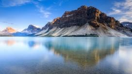 美丽的山湖图