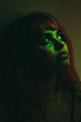 绿脸红发女郎