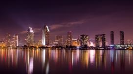 湖滨城市建筑夜景图