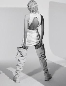现代白人中的托马西娜·桑德斯-豪华的白色自然风格