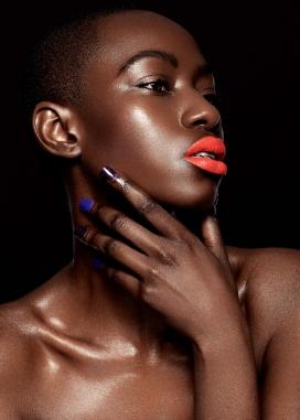 Sou-时尚油光的非洲彩妆女郎