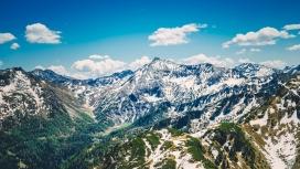 蓝色雪山风景图