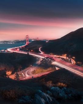 城市吊桥夜景图
