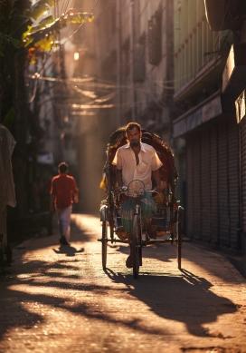 混乱中的美丽-来自达卡的街道
