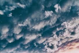乌云交加的天空