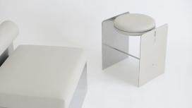 围绕真实材料和纯净性而设计的黑白座椅